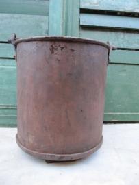 Antieke metalen rechte ijzeren emmer met handvatk