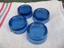 Brocante glazen kastonderzetters in blauw