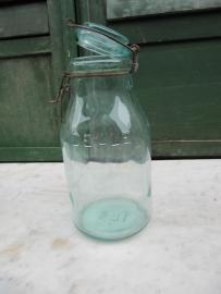 L'Idéale inmaakpot van 1,5 liter met glazen deksel.