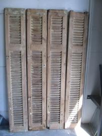 Antiek houten luik of louvre deur