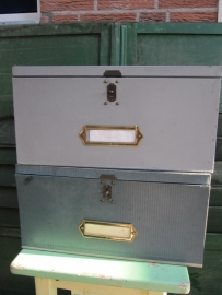 Hele oude archiefdoos met koperen sluitingen