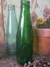 Set van 2 oude flesjes