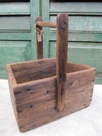 Eenvoudige oude houten gereedschapsbak