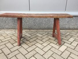 Oude houten bank, rood/bruin