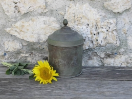 Oude Franse zinken pot met koperen deksel
