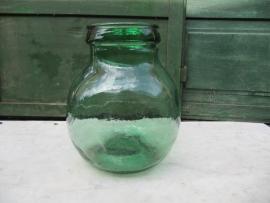 Brocante groen glazen pot of vaas van het merk Viresa