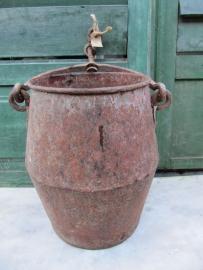 Antieke tapse metalen ijzeren emmer met handvat