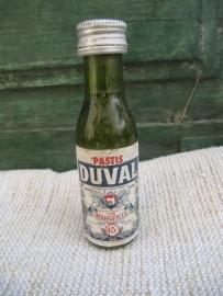Duval pastis miniatuurflesje nog dicht en gevuld