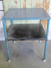 Industrieel metalen tafeltje