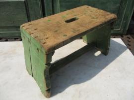 Brocante groen houten krukje