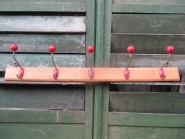 Frans kapstokje met 5 haken met rode bolletjes