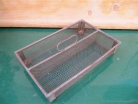 Frans brocante metalen bestekbakje van gaas met 2 vakken