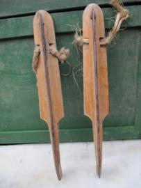 Oude houten schaatsen
