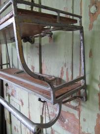 Metalen vintage regaaltje