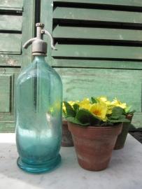 Antieke spuitfles in aqua- blauw/groen inhoud 2 liter