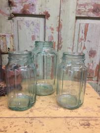 Oude geribbelde glazen pot