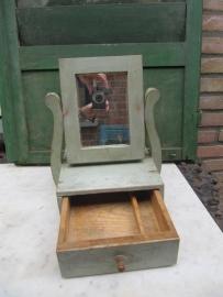 Brocante kaptafeltje met spiegeltje en lade