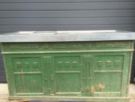 Antieke bar met geheel vernieuwd zinken blad