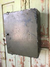 Oud aluminium kastje