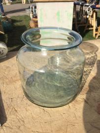 Oude glazen pot met leuke rand