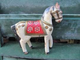 Mooi oud houten paardje