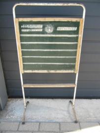 Heel leuk oud brocante schoolbordje op metalen standaard