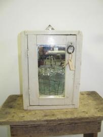 Brocant (scheer)kastje met spiegel