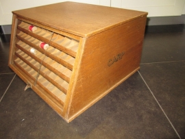 Carp antiek naaigaren kastje