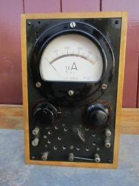Oude industriele ampere meter