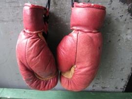 Oude lederen kinder boxhandschoenen