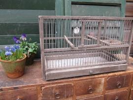 Oude houten vogelkooi