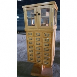Vintage draaibare apothekerskast met 42 laden