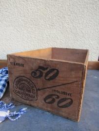 Oude kist met opschrift