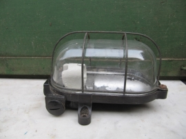 Oude kooilamp met helderglas