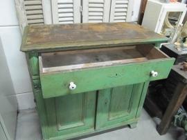 Antiek groen kastje