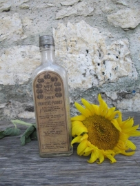 Antieke Franse fles met etiket van sirop