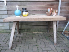 Oude brocante smalle (slagers) side table.
