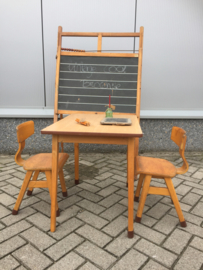 Vintage tafeltje met stoeltjes