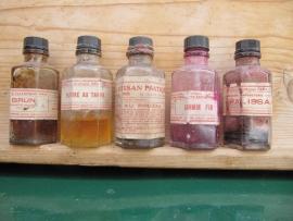 Franse hele oude 6-hoekige kleurstof flesjes
