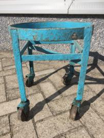 Oud metalen tafeltje