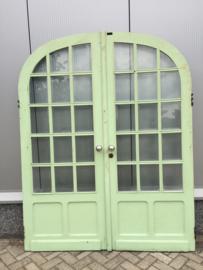 Antieke dubbele deur met geslepen glas