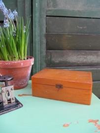 Brocante houten kistje met twee vakken