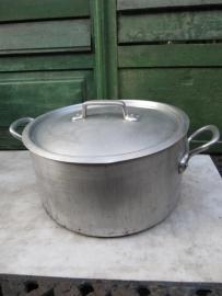 Grote aluminium pan