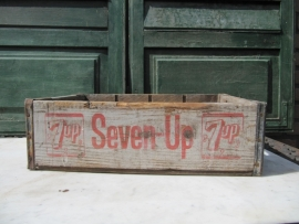 Oud 7-up kratje van hout uit 1966