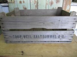 Oude houten veilingkist opschrift Zaltbommel