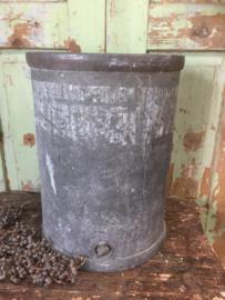 Oude zinken ton/vat