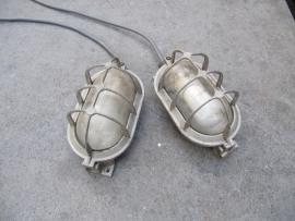 Oude metalen kooi- stallamp
