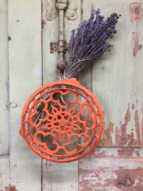 Brocant oranje gietijzeren treefje