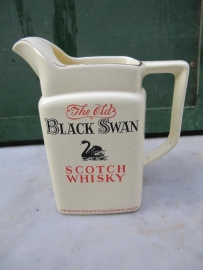 Oude Whisky kan van Black Swan Scotch Whisky