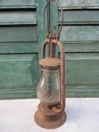Oude Olielamp met kapot glas